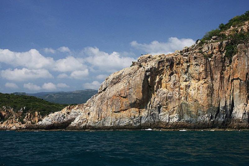 Mũi Đá Vách: Điểm đến tham quan tuyệt đẹp ở vịnh Vĩnh Hy
